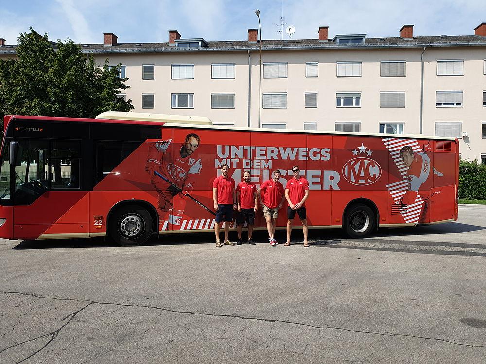 KAC Rotjacken Bus im Total Look